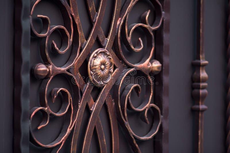 Portas magníficas decoradas do ferro forjado, forjamento decorativo, FO imagem de stock