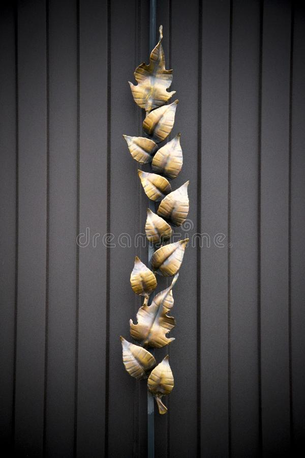 Portas magníficas do ferro forjado, forjamento decorativo, close-up forjado dos elementos foto de stock royalty free