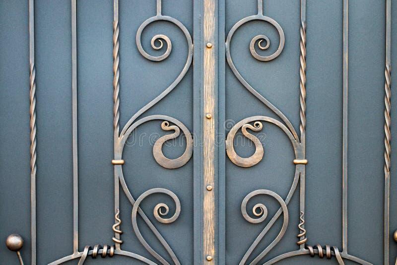 portas magníficas do ferro forjado, forjamento decorativo, eleme forjado imagens de stock royalty free