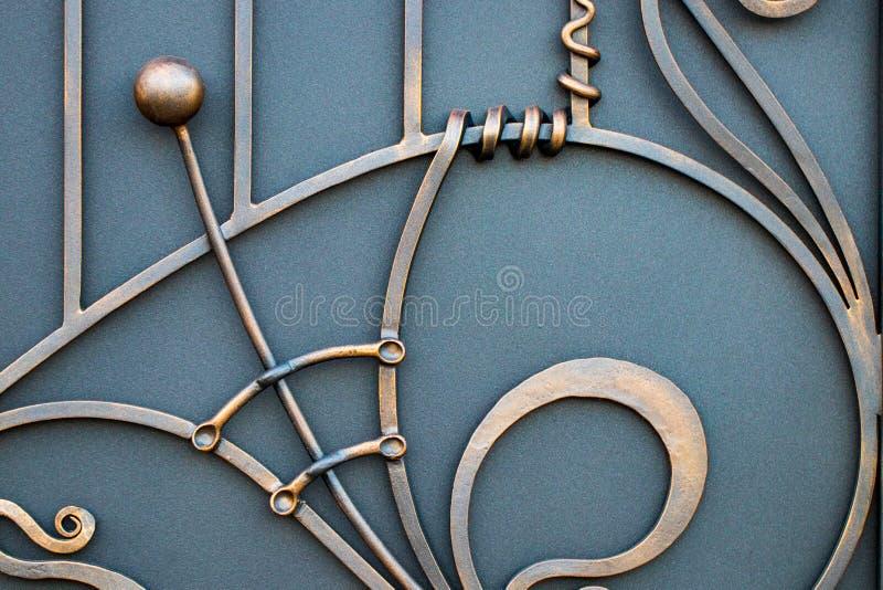 portas magníficas do ferro forjado, forjamento decorativo, eleme forjado imagens de stock