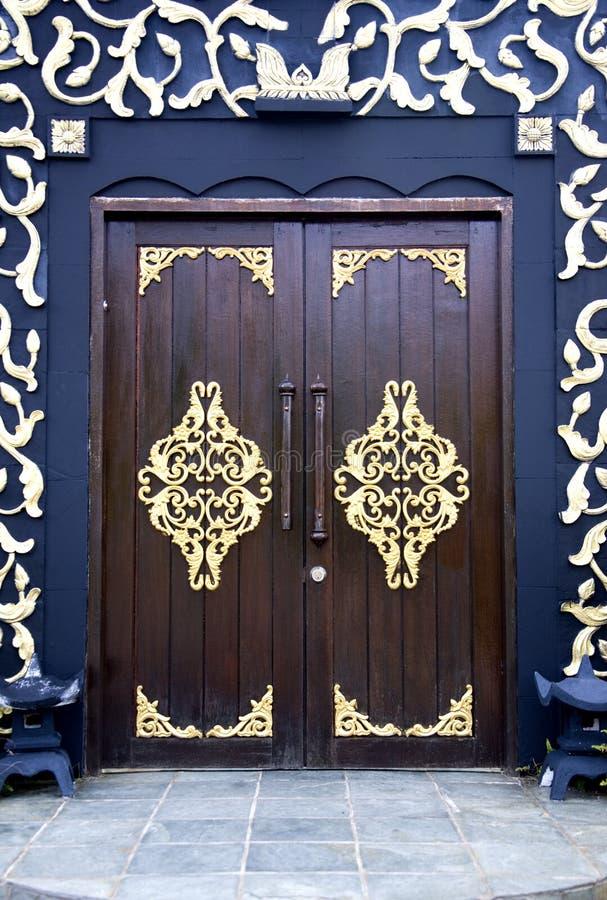 Portas tradicionais da casa do Malay imagem de stock royalty free