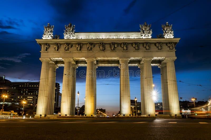 Portas triunfais de Moscou na avenida de Moscou em St Petersburg imagem de stock