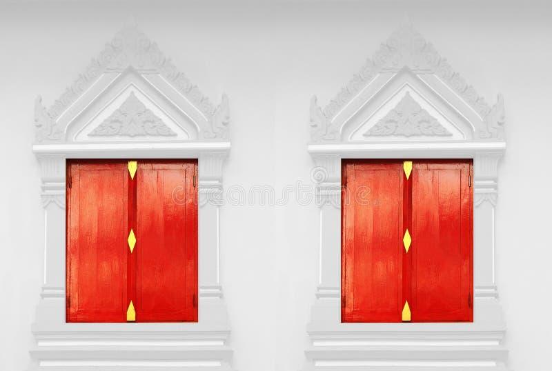 Portas vermelhas em um templo tailandês foto de stock royalty free