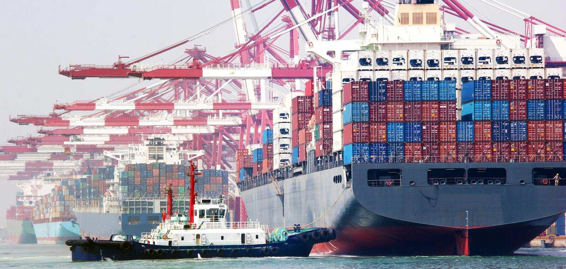 Portbehälterterminal China-Qingdao stockbild