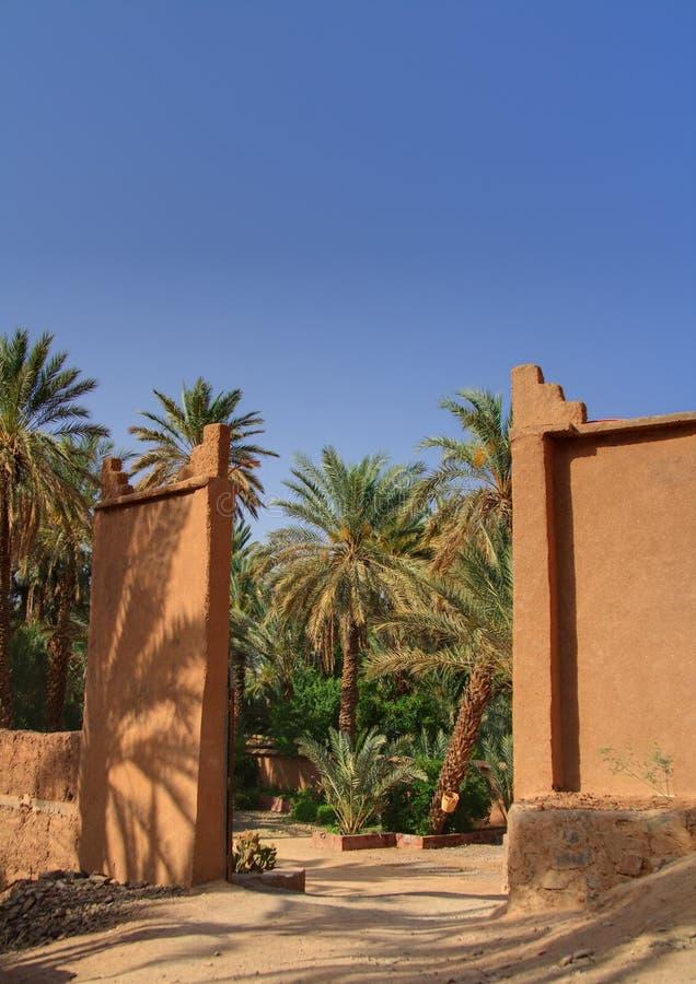 Porte à l'oasis photos stock