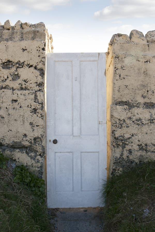 Download Porte à Une Autre Dimension Photo stock - Image du maison, concept: 45371168