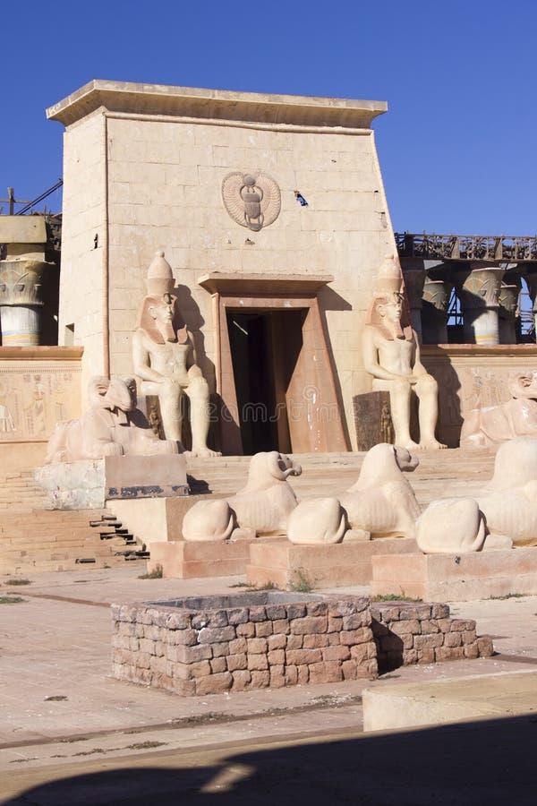Porte égyptienne d'un temple images libres de droits