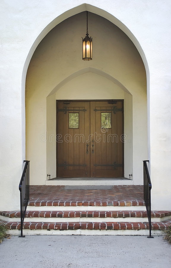 Porte aiguë avec des trappes en bois de lanterne photo libre de droits