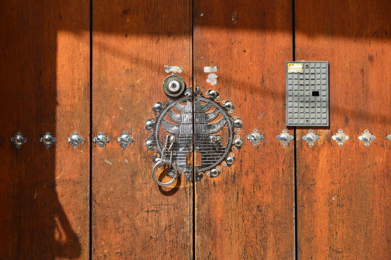 Porte al villaggio di Bukchon Hanok immagine stock libera da diritti