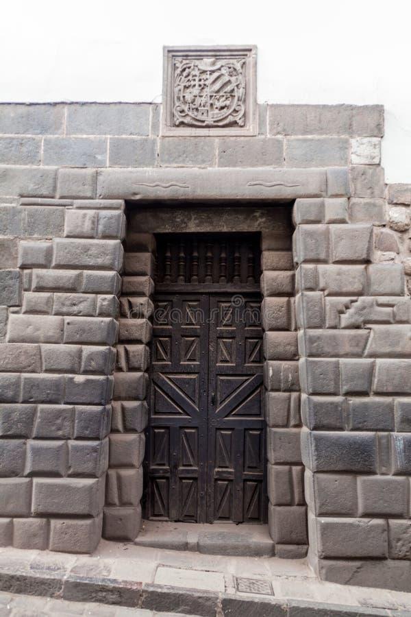 Porte antique d'Inca d'une maison dans Cuzco photo stock