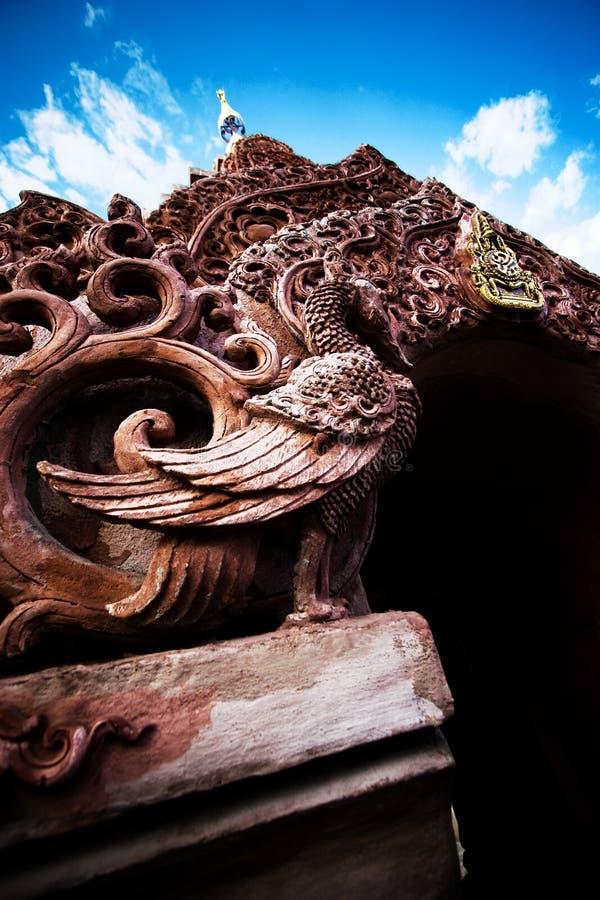 Porte antique de style thaïlandais traditionnel photographie stock libre de droits