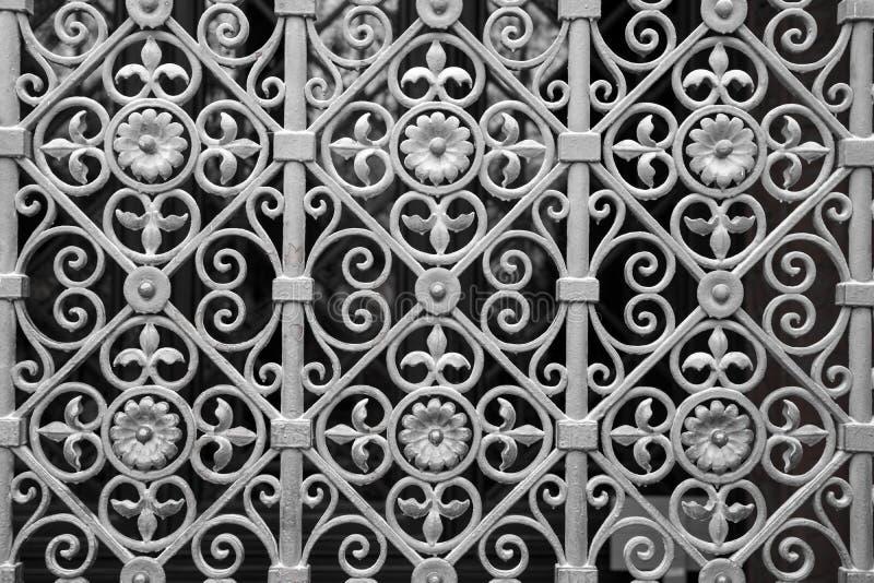 Porte argentée décorative en métal images stock