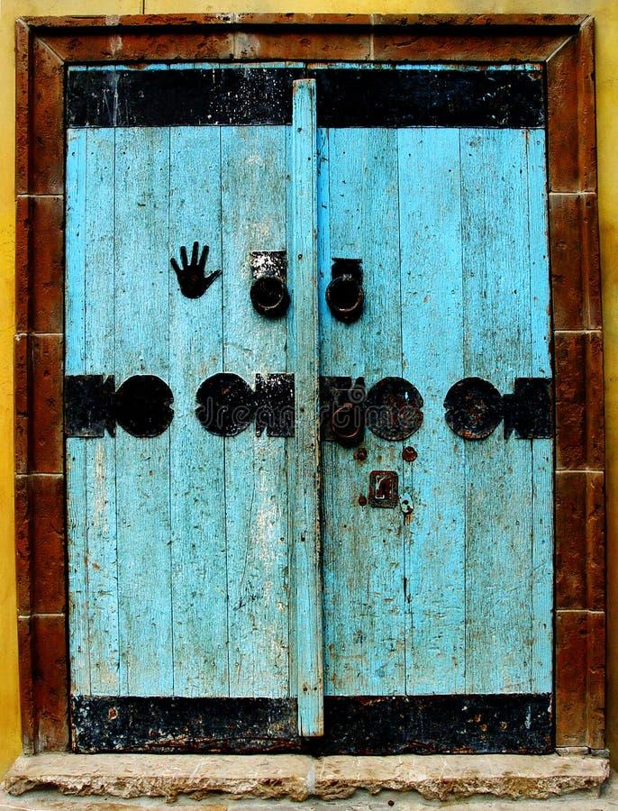 Porte bleue photos libres de droits
