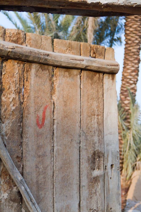 Porte boisée de vintage photo libre de droits