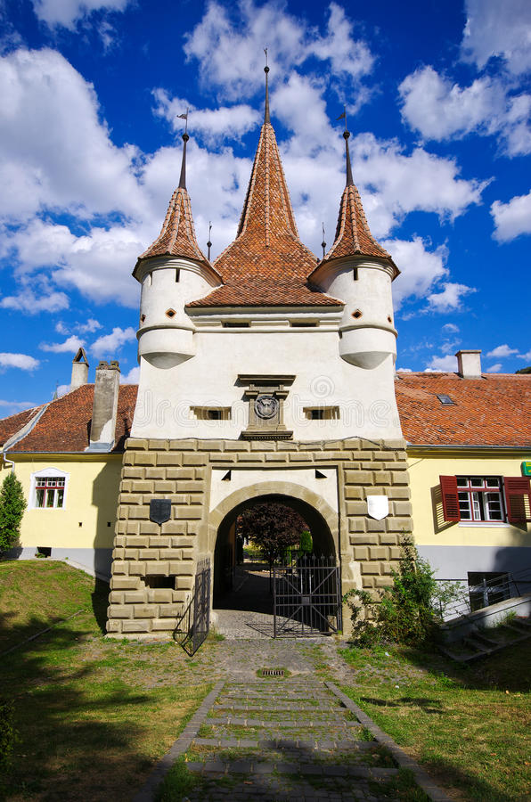 Porte célèbre en ville de Brasov, Roumanie photos stock