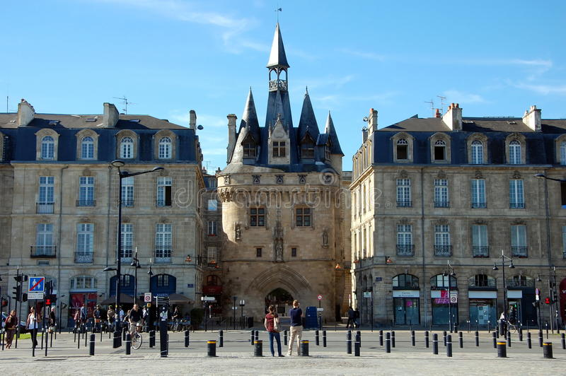 Download Porte Cailhau in Bordeaux editorial image. Image of square - 34925055