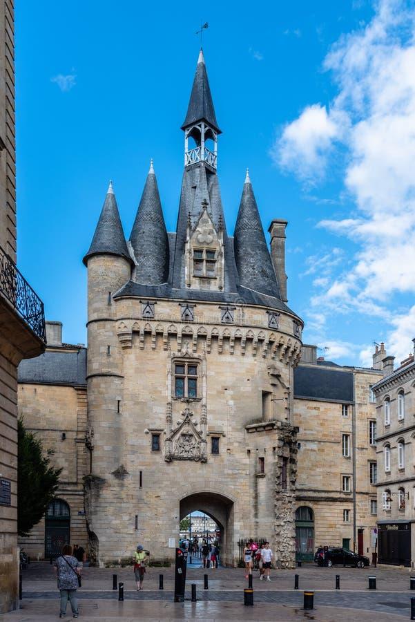 Porte Cailhau in città storica del Bordeaux fotografie stock