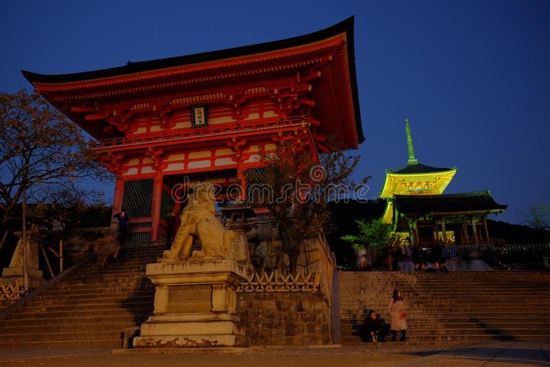 Porte chez Kiyomizu-dera image libre de droits