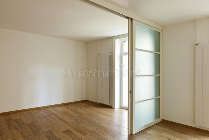 Porte coulissante intérieure et photo stock