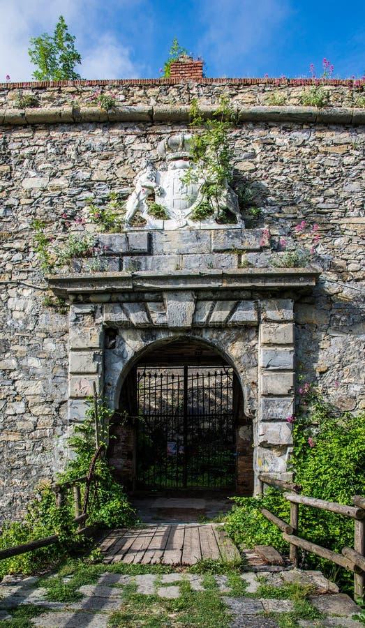 Porte décorée par avant de Begato de forte images libres de droits