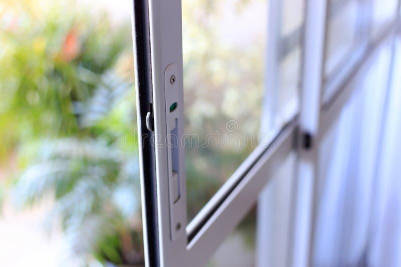 Porte d'aluminium et de vitrail image libre de droits