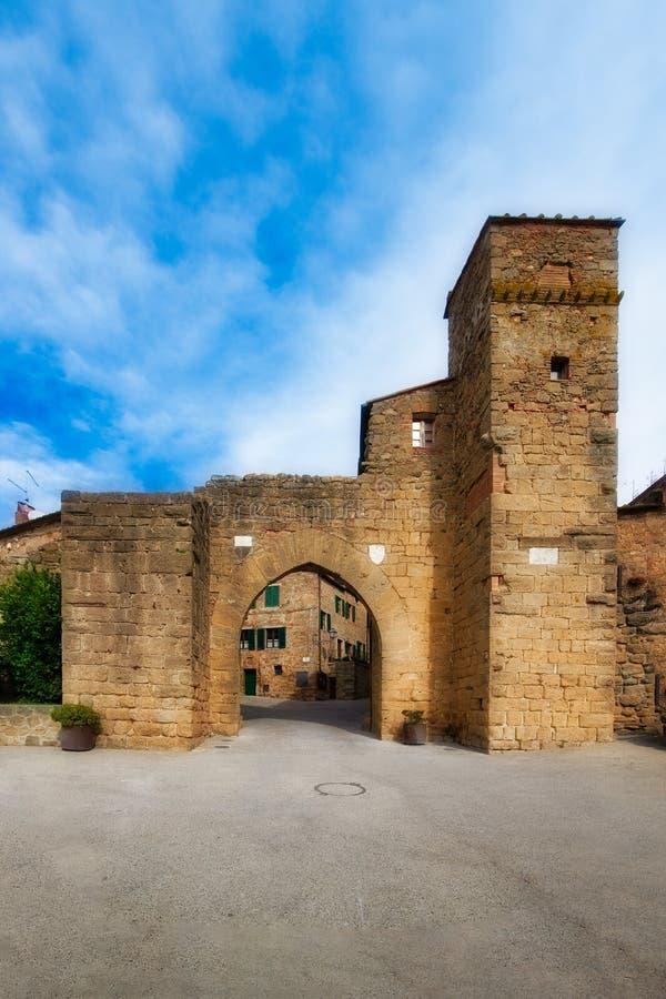 Porte d'entrée à Monticchiello Val d0rcia Sienne image libre de droits