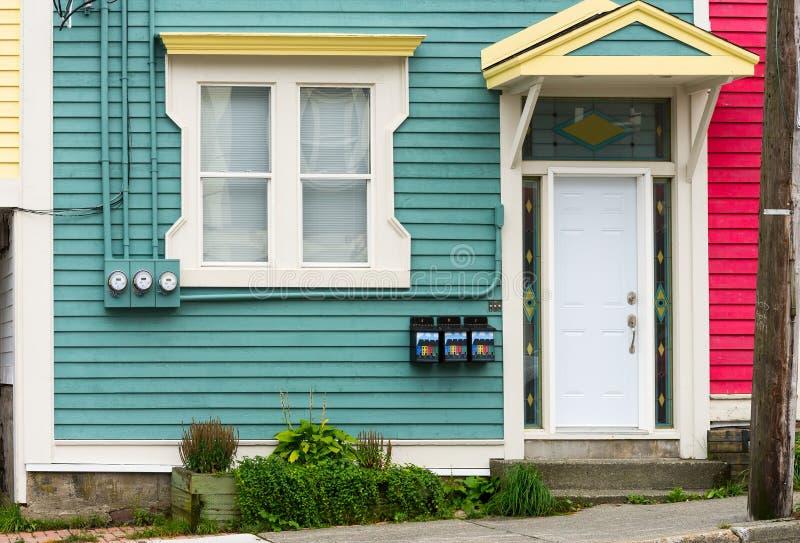 Porte d'entrée à trois appartements photo stock