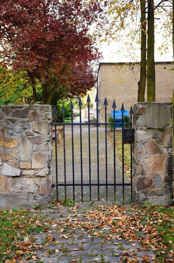 Download Porte d'entrée photo stock. Image du centrale, horizontal - 45350688