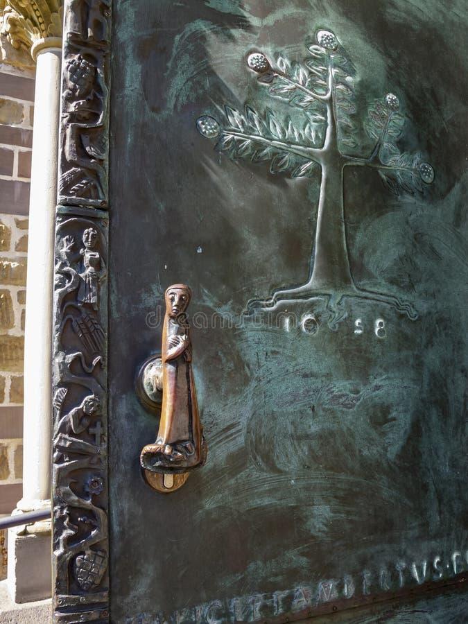 Porte d'entrée allemande d'église, détail architectural photo libre de droits