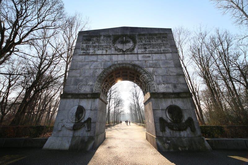 Porte d'entrée au mémorial de guerre soviétique images libres de droits
