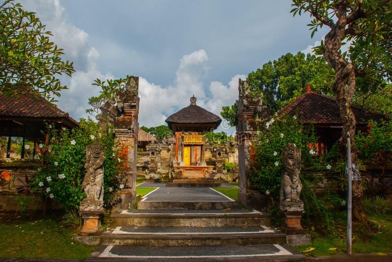 Porte d'entrée de Balinese du temple Ubud, Bali, Indonésie photo libre de droits