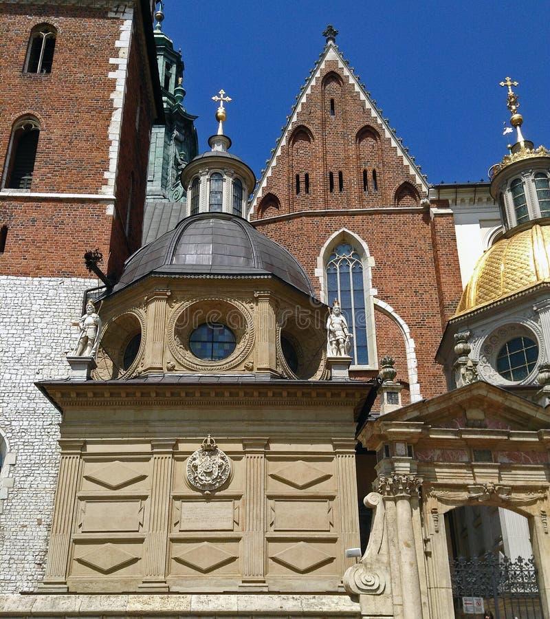 Porte d'entrée de chapelle de dynastie de Vasa et de cathédrale de Wawel à Cracovie, Pologne photos libres de droits