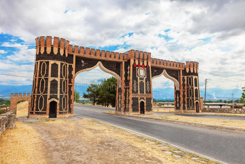 Porte d'entrée de Sheki en Azerbaïdjan image stock