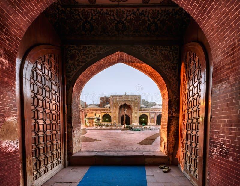 Porte d'entrée Masjid Wazir khan, Lahore Pakistan photos stock