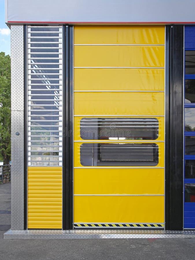 Porte d'entrepôt automatique images stock