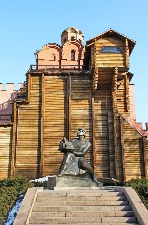 Porte d'or et statue de Yaroslav le sage photographie stock