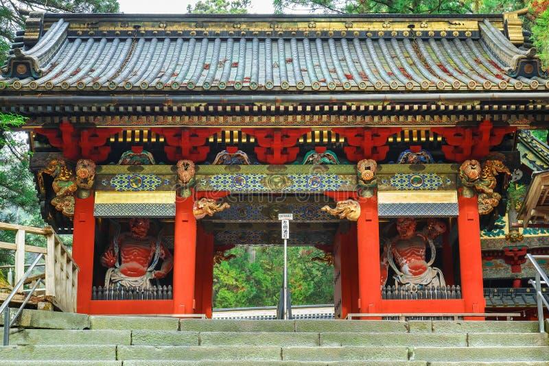 Porte d'Omotemon au tombeau de Toshogu à Nikko, Japon photographie stock libre de droits