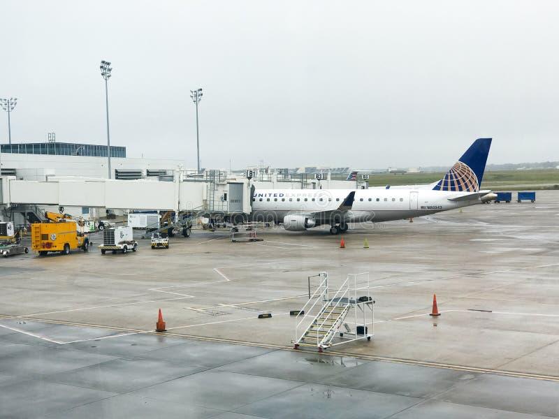 Porte d'United Airlines chez Charleston International Airport image stock