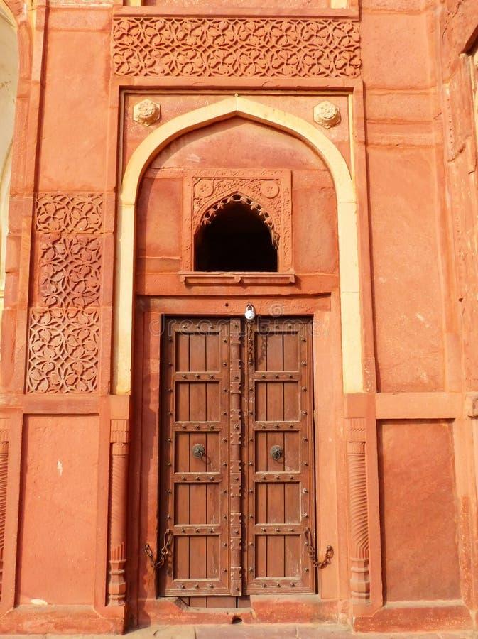 Porte dans Jahangiri fort de Mahal, Âgrâ, uttar pradesh, Inde images libres de droits