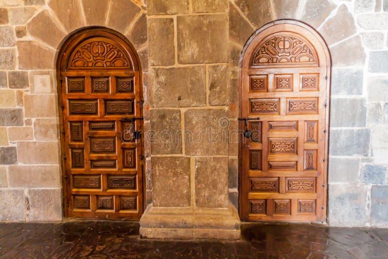 Porte dans le couvent Santo Domingo dans Cuzco photo stock