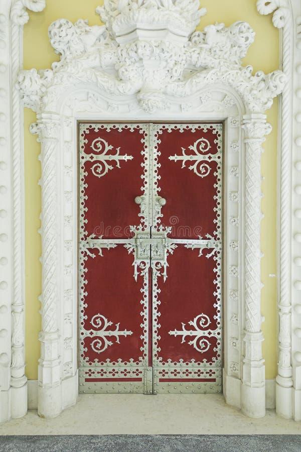 Porte dans le palais de sintra photo libre de droits