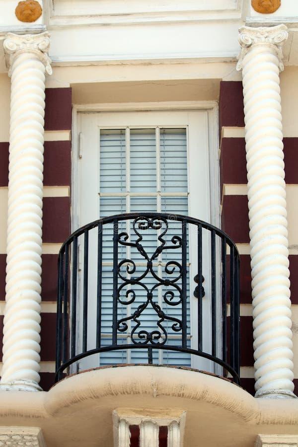 Porte de balcon avec des piliers image stock