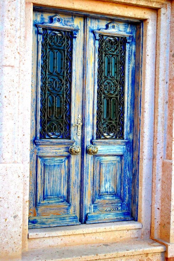 Porte de bleu de vintage images stock