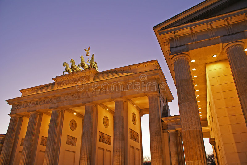Porte de Brandebourg de Berlin Au nig photo libre de droits