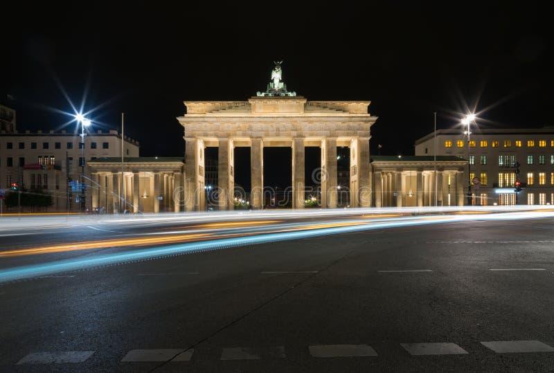 Porte de Brandebourg La nuit image libre de droits