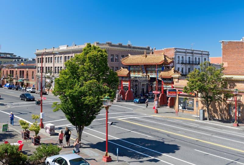 Porte de Chinatown de Victoria, connue sous le nom de portes d'Inte harmonieux photographie stock libre de droits