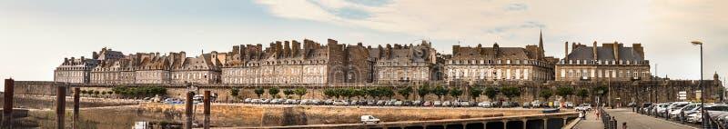 Porte de Dinan,全景,圣马洛市,法国被围住的  免版税库存照片