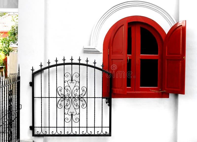 Porte de jardin de fer travaillé photo libre de droits