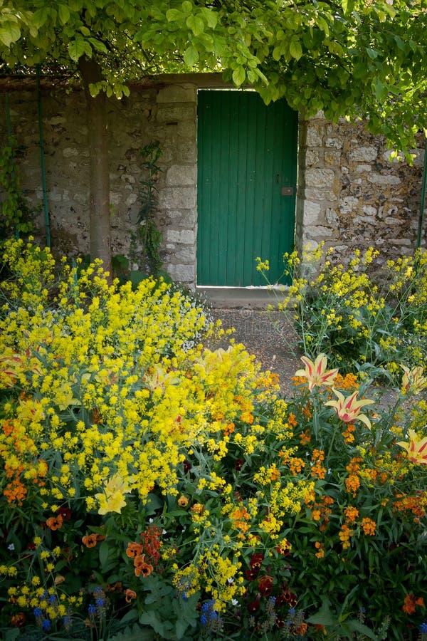 Porte de jardin murée photographie stock libre de droits