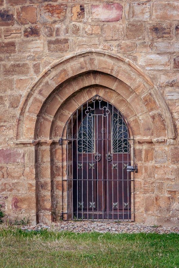 Porte de l'église collégiale de San Salvador de Cantamuda Palencia images libres de droits